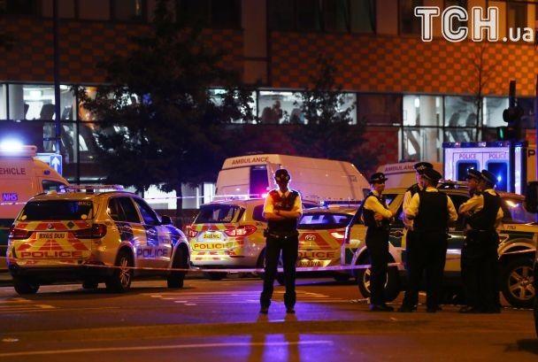 Десятки поллицейских и атака на мусульман. Reuters показало фото последствий наезда на пешеходов в Лондоне