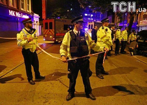 Поліцейські і атака на мусульман після молитви. Reuters показало фото наслідків наїзду на пішоходів у Лондоні