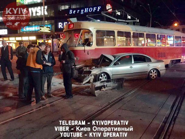 У Києві у ДТП розбився нардеп Олег Барна - соцмережі