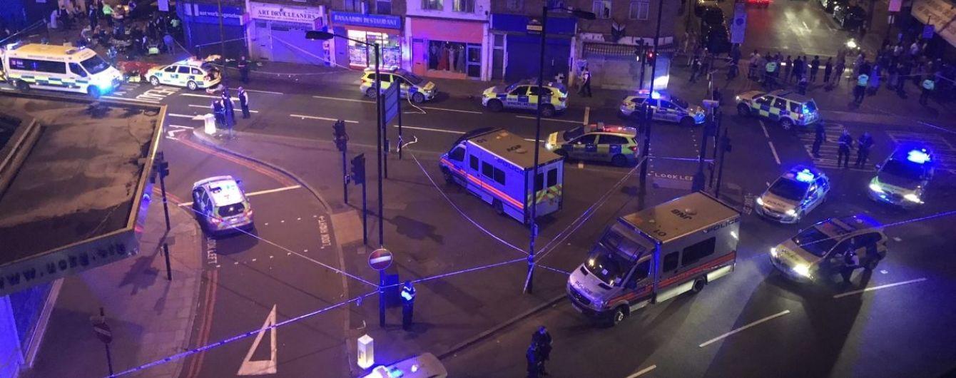 В Лондоне водитель наехал на толпу людей возле мечети