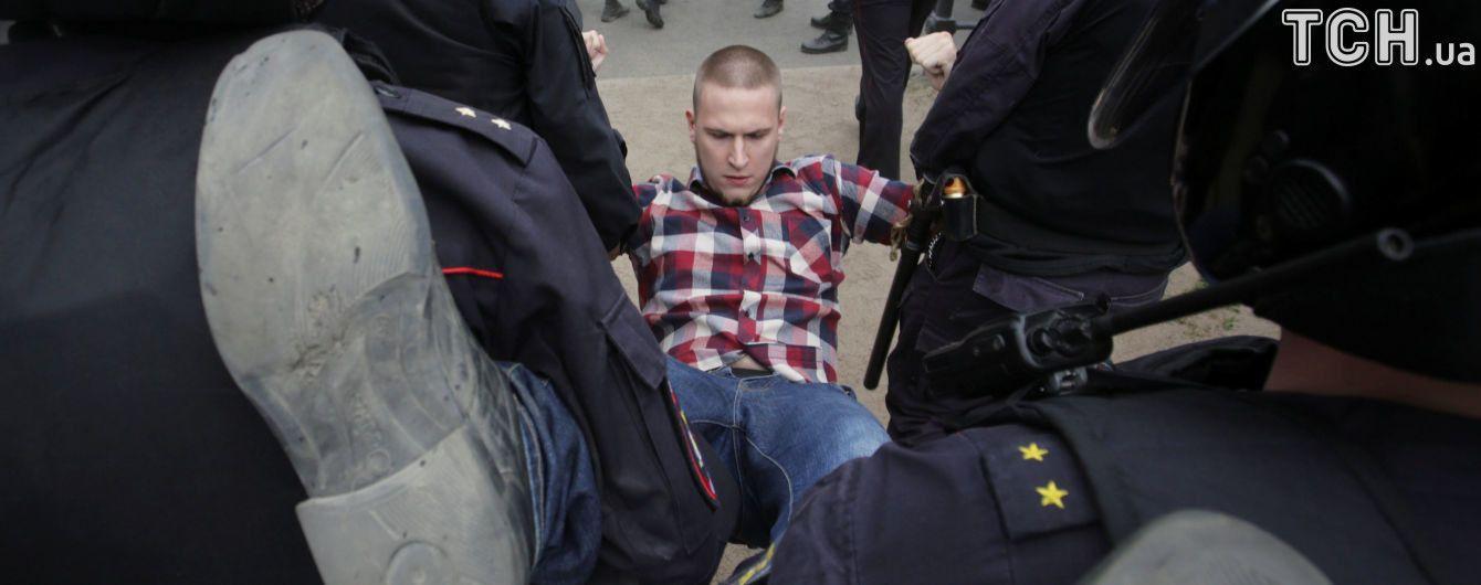 В Петербурге в камеры к задержанным на антикоррупционном митинге пустили газ – СМИ