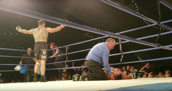 Колишній боєць UFC помер після нокауту в боксерському поєдинку