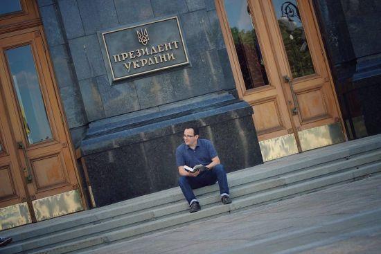 """""""Страждають львів'яни, я також буду страждати"""". Березюк пообіцяв провести ніч під АП"""