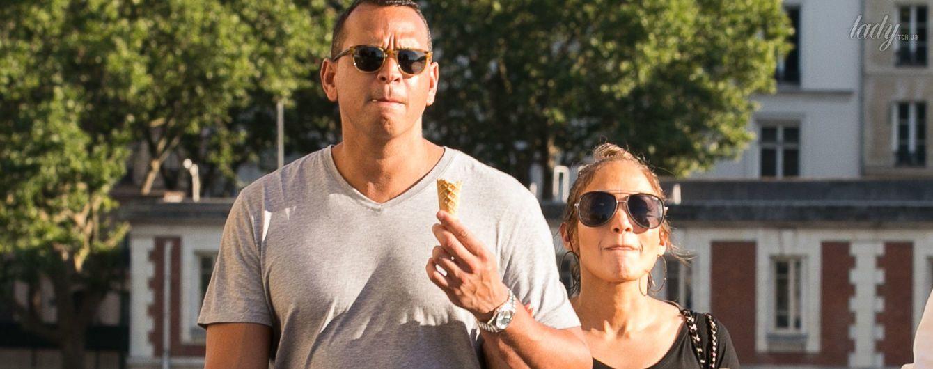 Гуляют за руки и едят мороженое: Джей Ло и Алекс Родригес на отдыхе во Франции