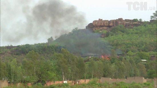 У Малі військові вступили у бій із ісламістами, які напали на курорт