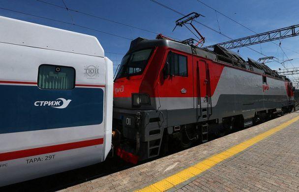 В Москве столкнулись электричка и пассажирский поезд
