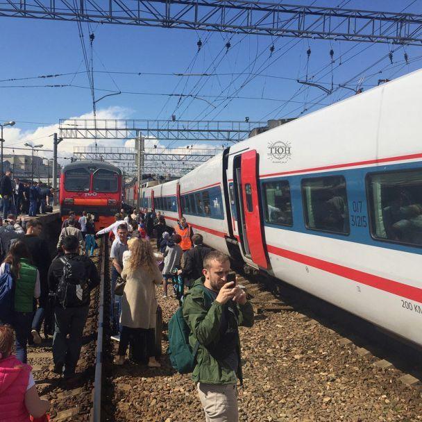 У Москві зіткнулися електричка та пасажирський потяг