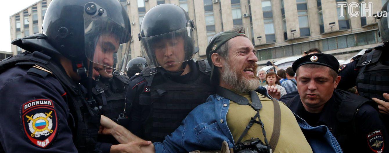 МВС Росії підтвердило, що у камерах петербурзької поліції розпилювали газ