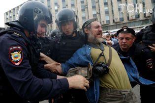 Более 1,5 тысячи задержанных и применение дубинок. Что происходит на антикоррупционных митингах в РФ