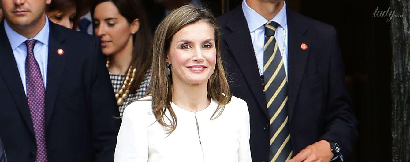 Модный промах: королеву Летицию критикуют за неудачно подобранную к наряду обувь