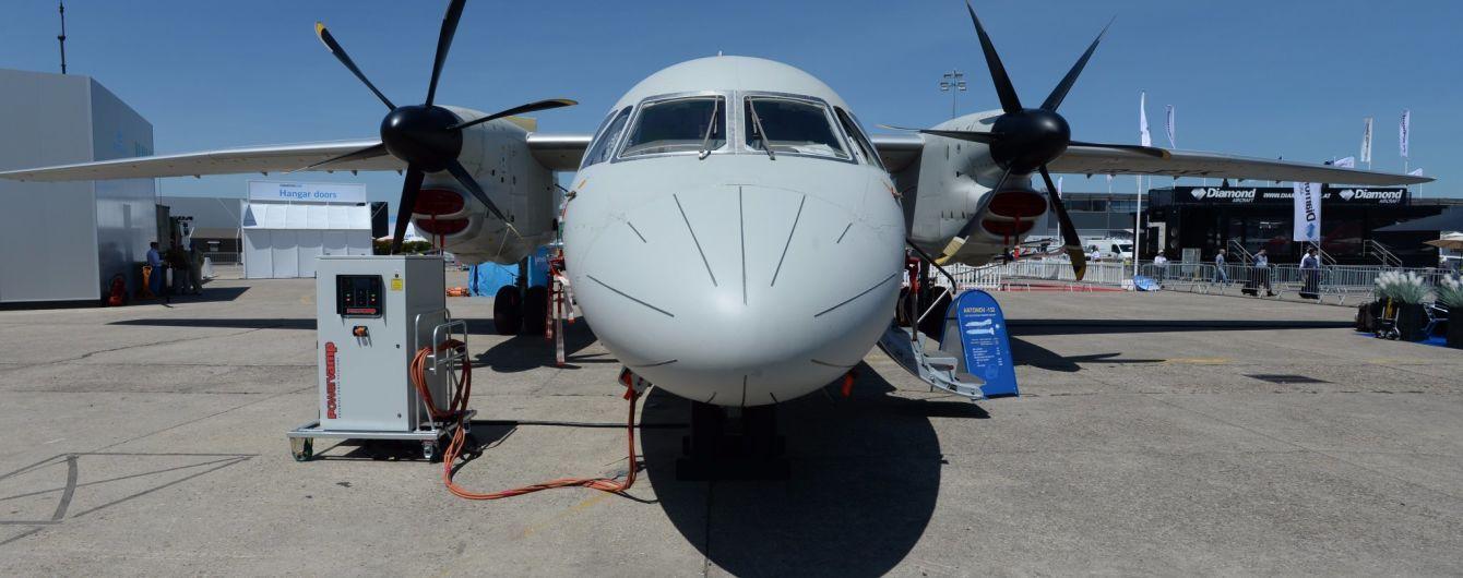 """Український Ан-132D здійснив перший політ, вразивши учасників """"Ле-Бурже"""""""