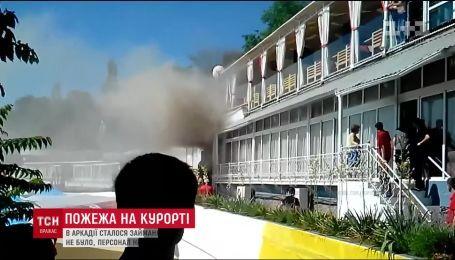 В Одессе загорелся ресторан возле пляжа