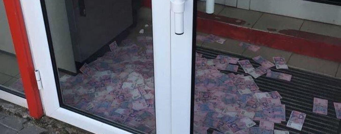 В Киеве разоблачили банду, которая вывела из банкоматов 3,5 млн гривен