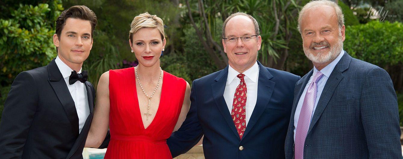 В эффектном платье с откровенным декольте: княгиня Шарлин посетила фестиваль в Монте-Карло
