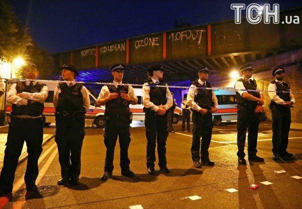 Молитвы, полицейские собаки и автоматы: Лондон оправляется после очередного наезда на толпу людей