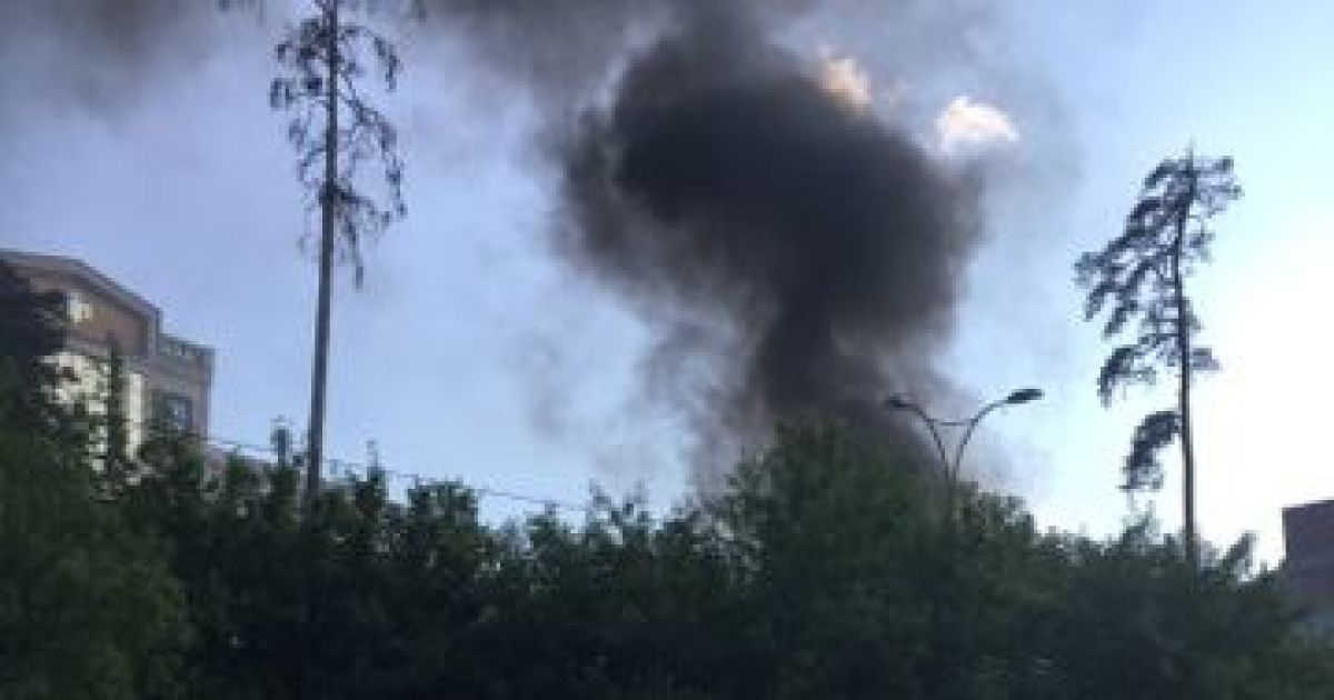 8ebf11130d9fd6 Увечері 20 червня у Києві спалахнула ще одна велика пожежа. Горить будівля  Київського міжнародного університету на вулиці Львівській.