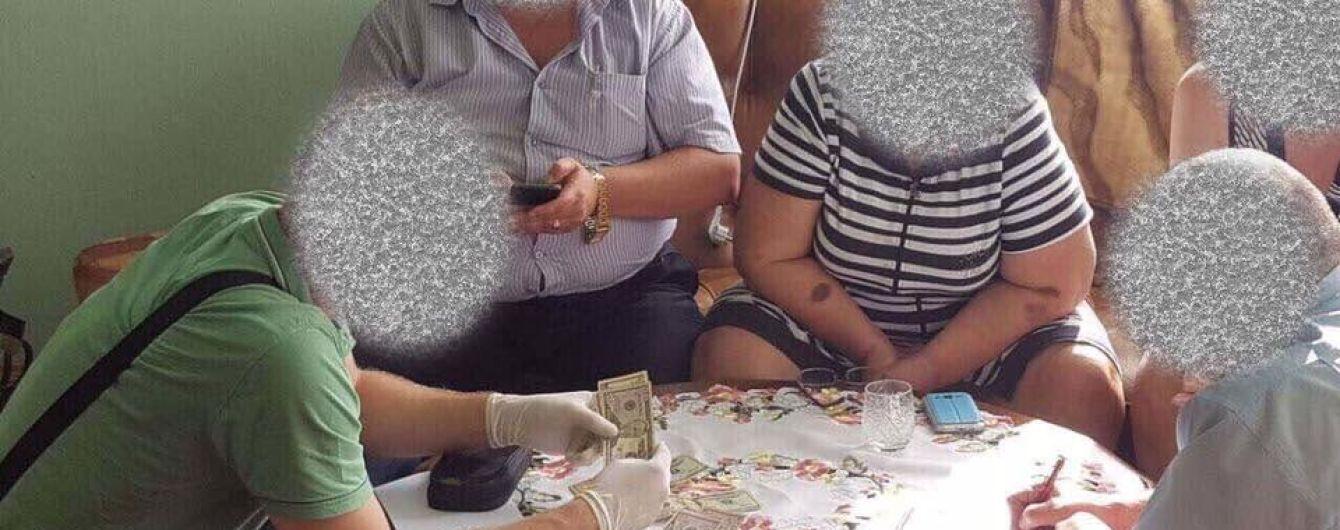 Медик і комунальник: у ГПУ повідомили про двох затриманих хабарників на Закарпатті і Черкащині