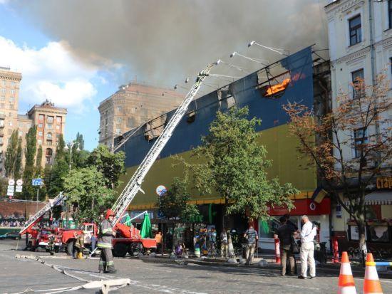 Рятувальники загасили масштабну пожежу на Хрещатику