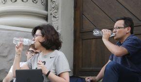 Гаджети та мінералка. Як Березюк і Сироїд голодують через львівське сміття