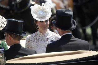 У мереживній сукні і в сережках королеви: герцогиня Кембриджська на перегонах у Аскоті