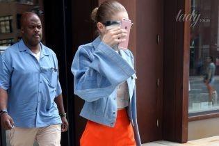 Модный промах или так задумано: Джиджи Хадид надела штаны не по размеру