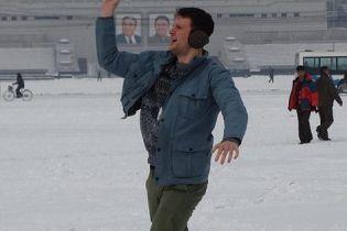 Усмішки, селфі та сніжки. У ЗМІ з'явилися фото американського студента до фатального затримання у КНДР