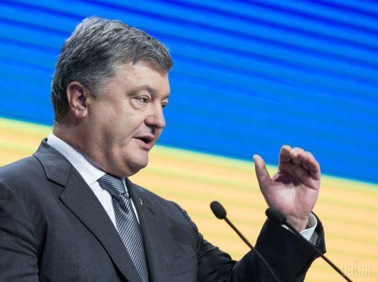"""Порошенко назвав кількість затриманих російських медиків, які """"заблукали"""" на Донбасі"""