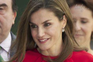 Новый выход в свет: королева Летиция надела на мероприятие обувь из масс-маркета
