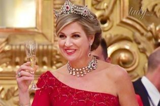 В роскошном платье и с короной: королева Максима на торжественном приеме в Италии
