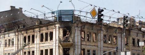 День после пожара на Крещатике: на пепелище исторического здания пустили журналистов