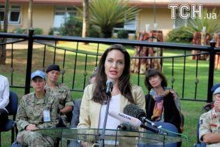 Анджеліна Джолі підняла питання сексуального насильства військових над біженцями