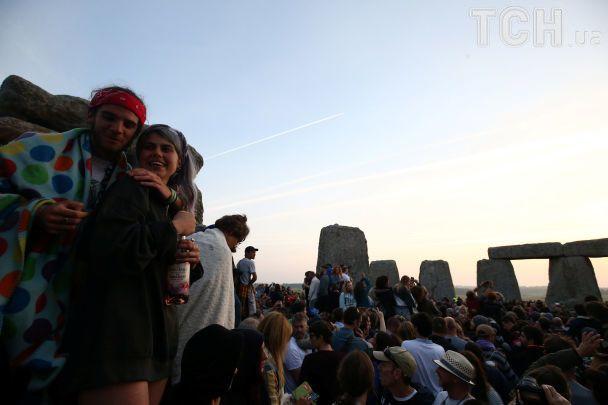 День літнього сонцестояння: як друїди, неоязичники та йоги світанок у Стоунхенджі зустрічали