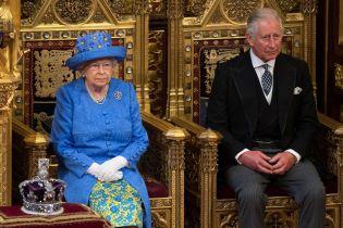 Капелюшок Єлизавети ІІ кольорів прапору ЄС спричинив фурор у Мережі