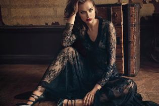В красивых платьях и с яркими губами: Ирина Шейк в новом фотосете для Blumarine