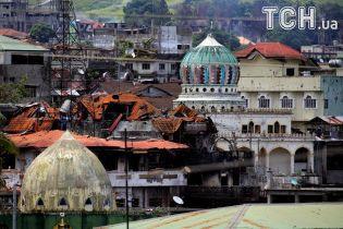 Армія Філіппін загнала в кут бойовиків, які більше місяця утримують місто Мараві