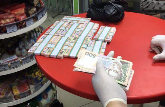 На Луганщині затримали керівника Держгеокадастру, який вимагав у бізнесмена понад мільйон гривень