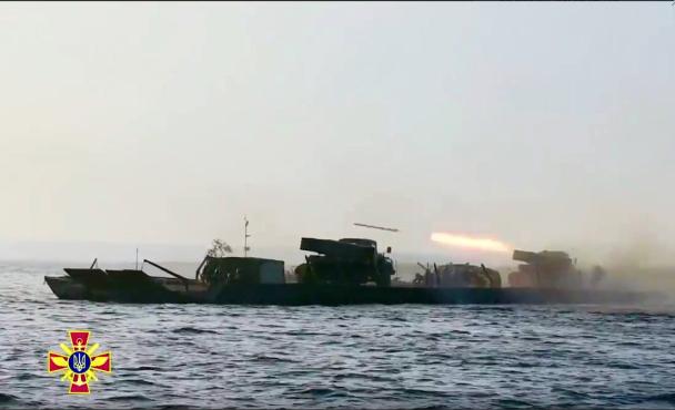 Впервый раз  вистории ВСУ «Грады» вели огонь вовремя переправы