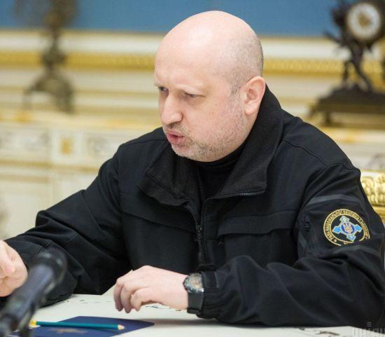 Турчинов анонсував спецперевірку громадян окупованих територій для отримання біопаспорту