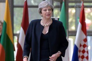 В платье с декольте и леопардовых лодочках: эффектный выход Терезы Мэй
