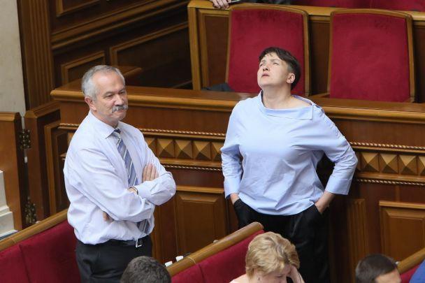 Експресивна Савченко показала у Раді непристойний жест