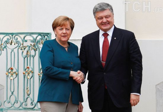 Стало відомо, про що Порошенко говорив з Меркель у Брюсселі