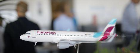 В Сети появилось видео виртуозной посадки самолета во время урагана в Германии