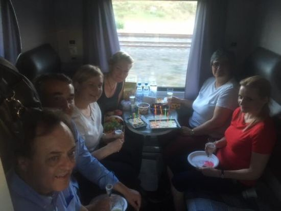 Геращенко опублікувала фото депутатів і послів з ЄС у купе дорогою на Донбас