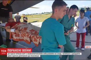 До Одеси з Дніпра привезли борт з важкопораненими на сході військовими
