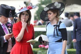 В ярких платьях и забавных шляпах: принцессы Беатрис и Евгения на скачках в Аскоте