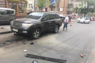 У центрі Києва вибухнув позашляховик Toyota