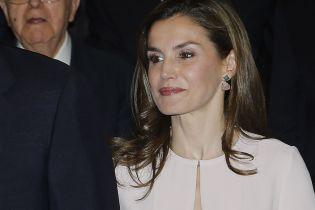 В жіночній сукні та гарних сережках: королева Летиція вийшла у світ з чоловіком Філіпом VI