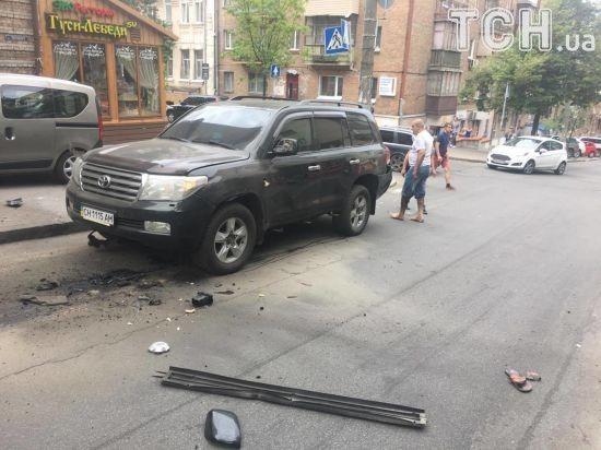 У центрі Києва вибухнув позашляховик Toyota, поліція каже про замах на вбивство