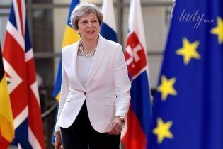 Пополнила гардероб: Тереза Мэй прибыла на саммит ЕС в белом жакете