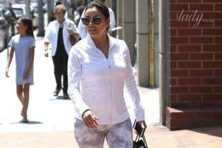 В спортивном стиле: Ева Лонгория на шопинге в Лос-Анджелесе